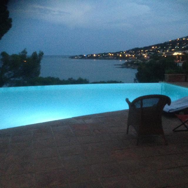 l'éclairement de la piscine
