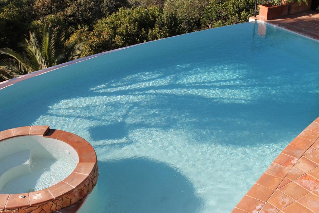 La piscine offre 8mx4m de baignade
